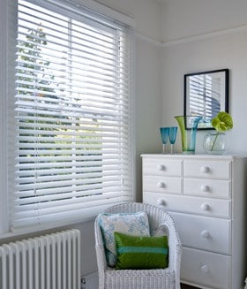 how to close roller blinds multi string