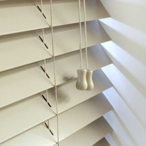 cheap alabaster wooden venetian blinds with cords